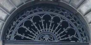 Halbrundes aufwändiges geschmiedetes Fenstergitter