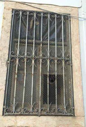 Metall Fenstergitter außen alt