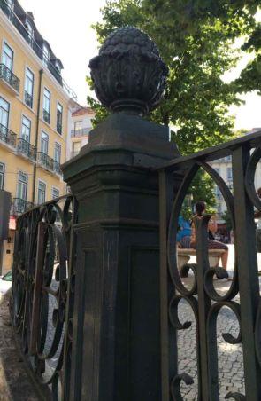 Historischer schöner alter Zaunpfeiler