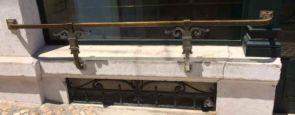 Stilvolles Bronze Blumen Balkongitter