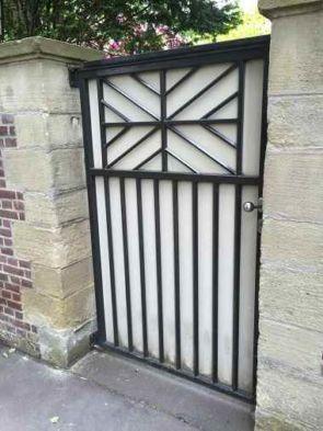Sichtschutz Zaunelement als Eingangspforte