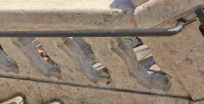 Alter Stahlhandlauf an altem Steingeländer