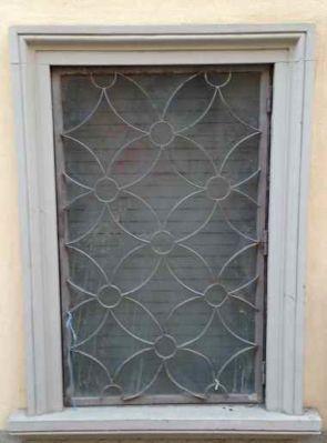 Altes Fenstergitter mit Sternenmotiv