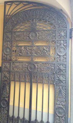 Aufwendige Historische Doppeltüranlage