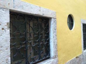 Verziertes Fenstergitter