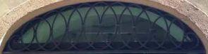 Schmales halbrundes Fenstergitter geschmiedet