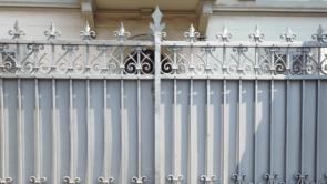 Weisser Sichtschutz Zaun alt