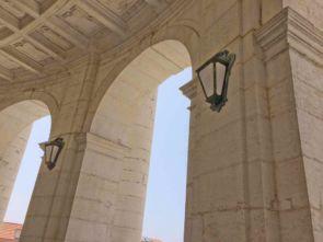 Wundervolle antike Wandleuchten außen